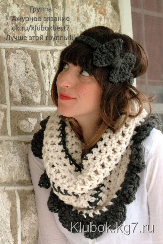 Scallop Neckwarmer in Cream and Grey